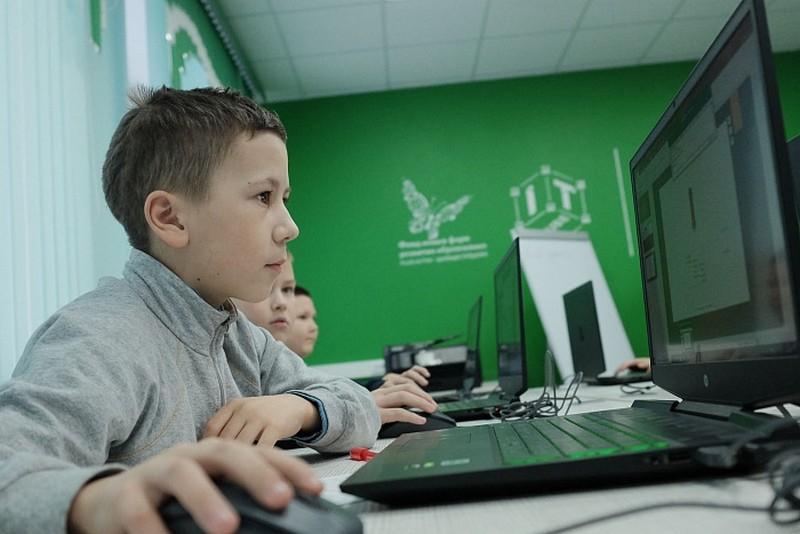 Игорь Васильев оценил возможности первого в Кировской области «IT-куба»
