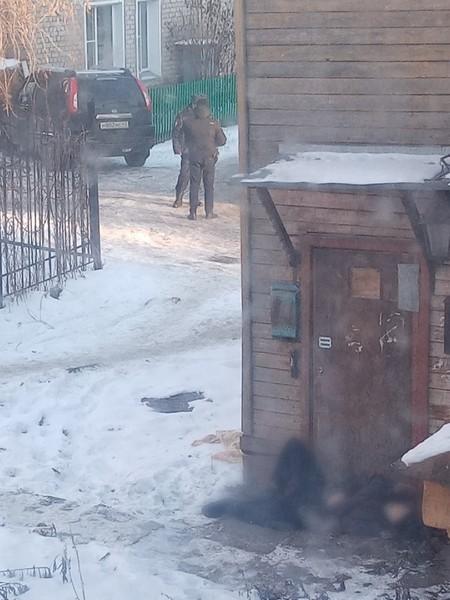 В Кирове мужчина скончался на крыльце дома