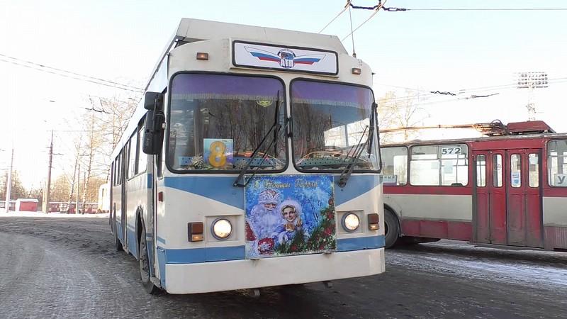 По Кирову ездит Новогодний троллейбус (+ВИДЕО)
