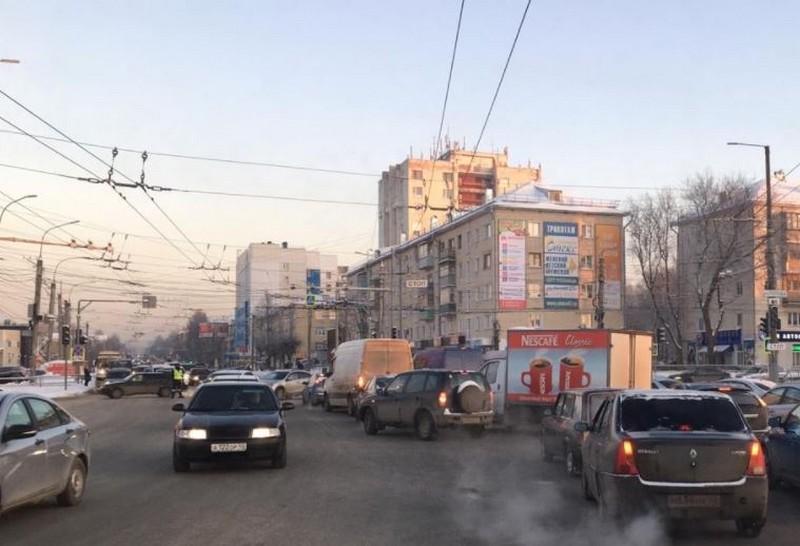 Движение в Кирове парализовала огромная пробка