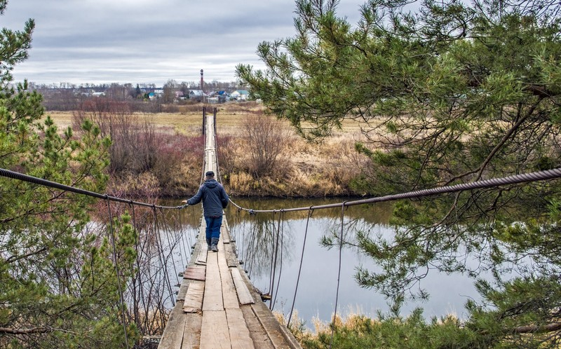 Висячий мост под Кировом привлекает туристов