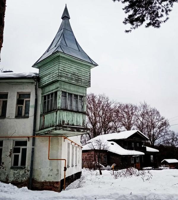 Кировчане обсуждают живописную башню на выезде из города