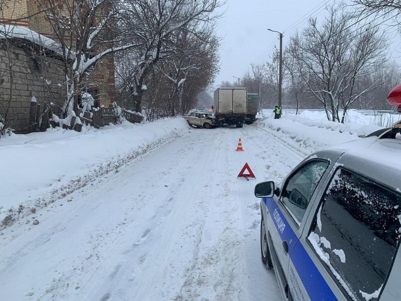 В Кирове столкнулись 4 автомобиля и полностью перегородили дорогу
