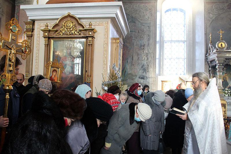 Крещение в Кирове: неофициальные купели и пробки у храмов (ФОТО)