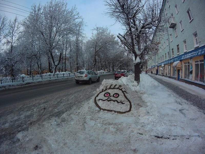 В Кирове известный художник разрисовал сугробы