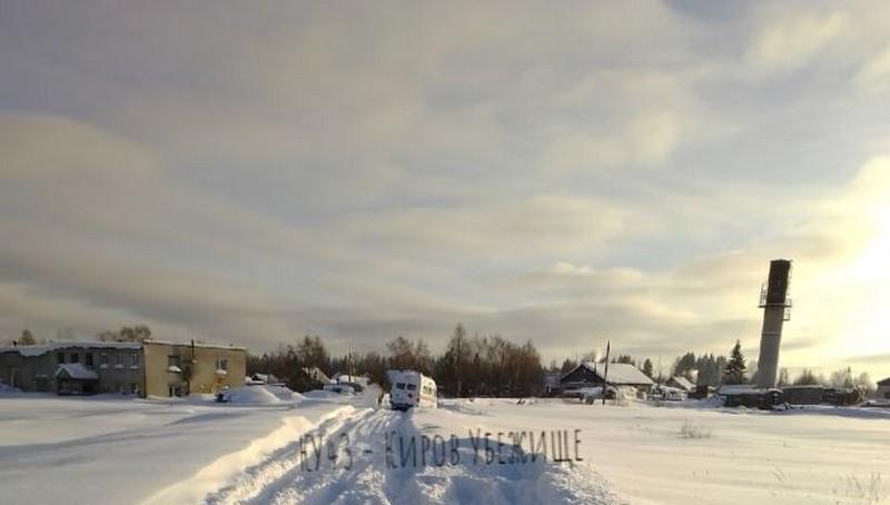 В Кировской области по дороге к пациенту застряла в снегу скорая помощь