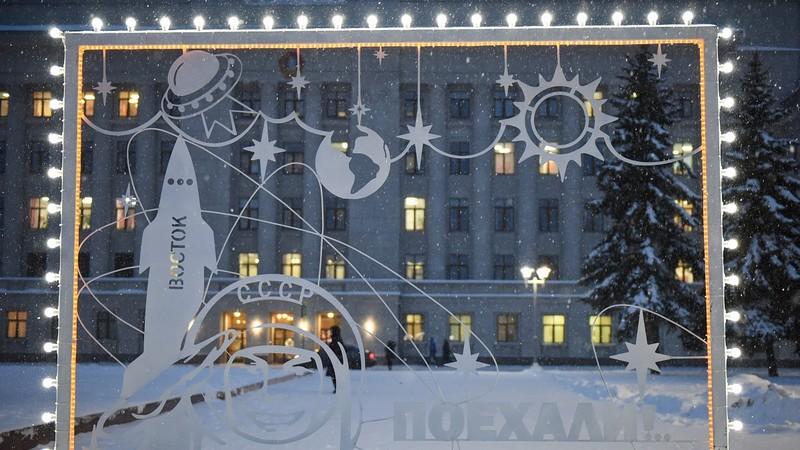 Кировчане интересуются, когда уберут ёлку с Театральной площади
