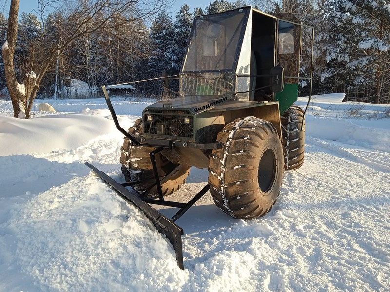 Умельцы из Кировской области создали бульдозер, который чистит улицы от снега