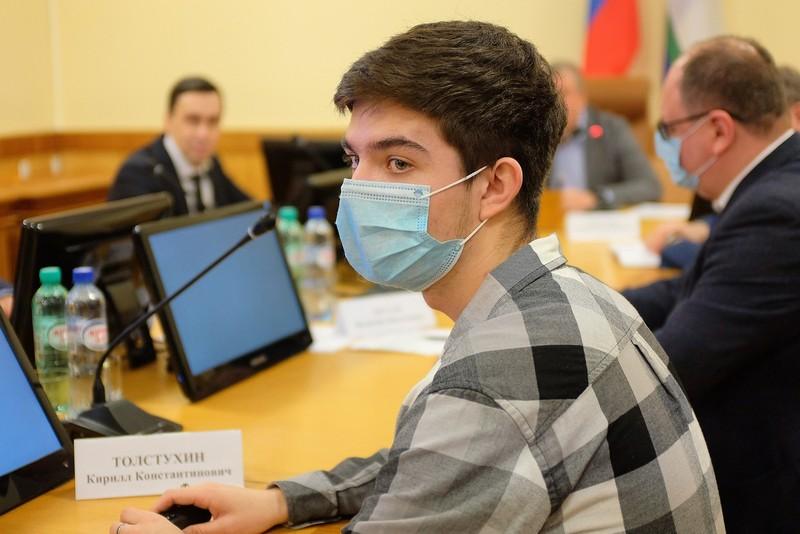 Игорь Васильев пообщался с представителями кировского студенчества