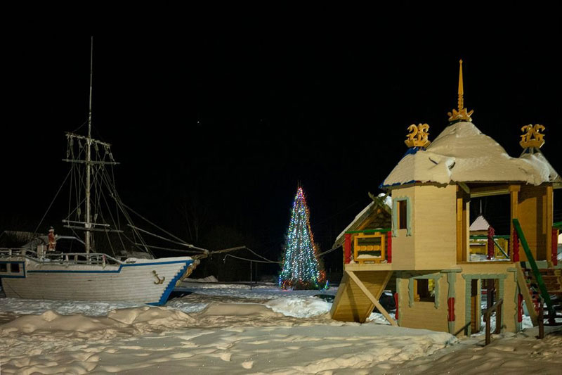 Умелец из Уржумского района построил площадку с ракетой и крепостью