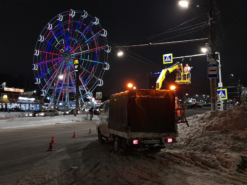В Кирове появился первый лазерный пешеходный переход