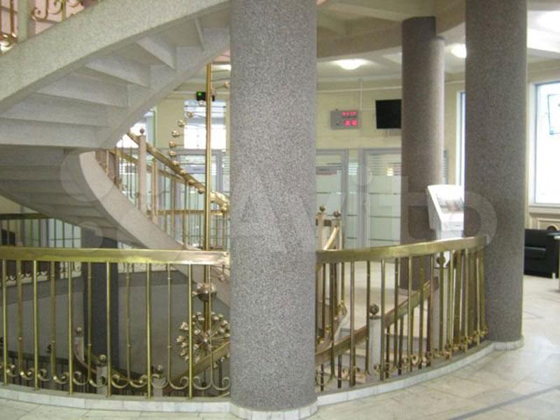 Здание кировского Росбанка выставили на продажу