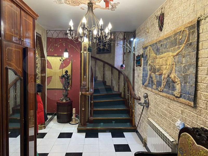 В Кирове продают коттедж в стиле средневекового замка