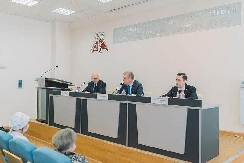 Глава Кировской области Игорь Васильев встретился с будущими медиками