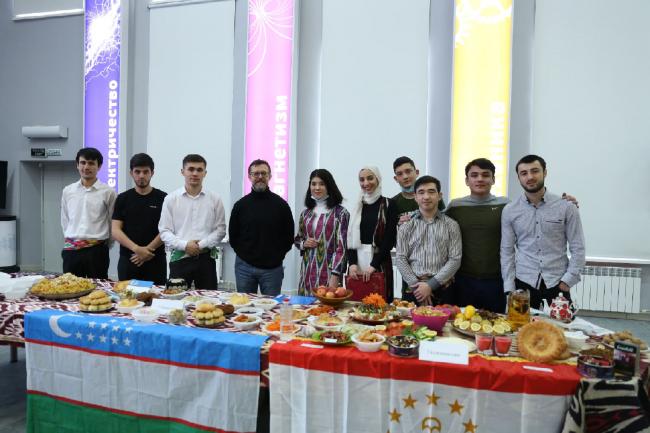 Студенты ВятГУ встретили праздник весны — Навруз