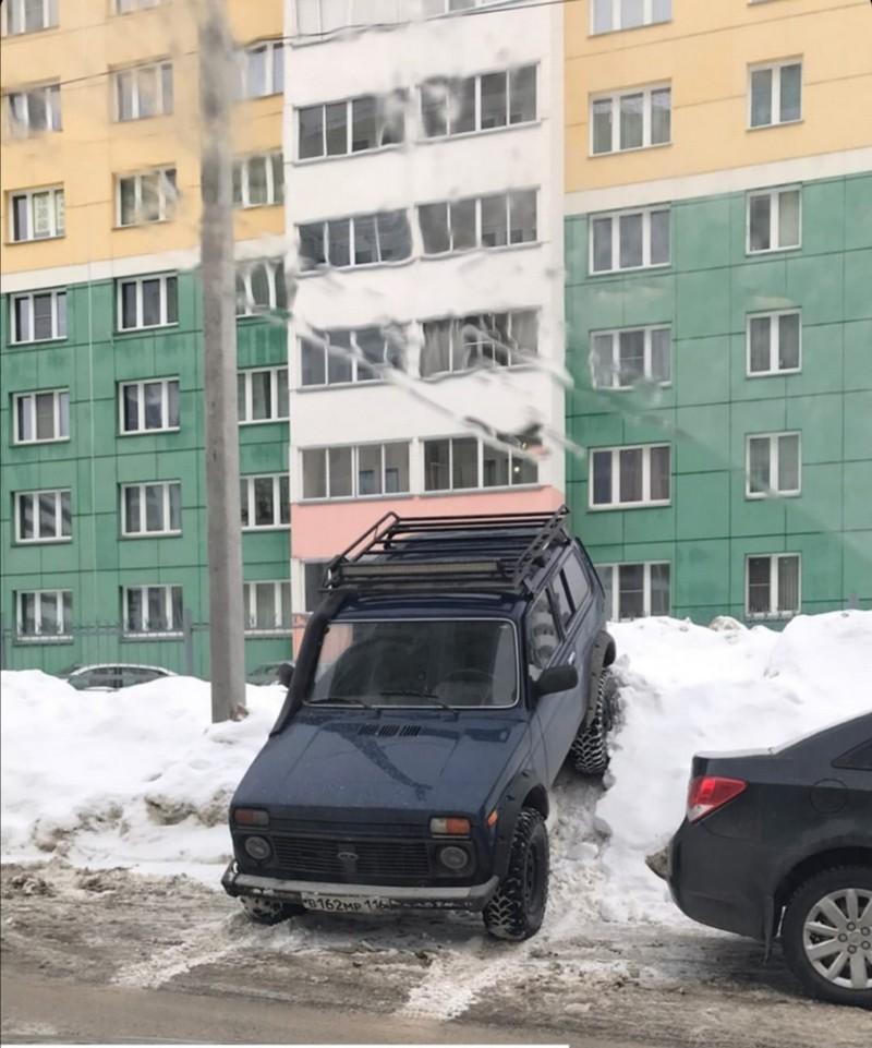 В Кирове замечен мастер парковки