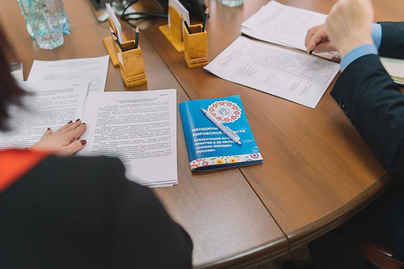 Губернатор встретился с представителями реготделения «Союза женщин России»