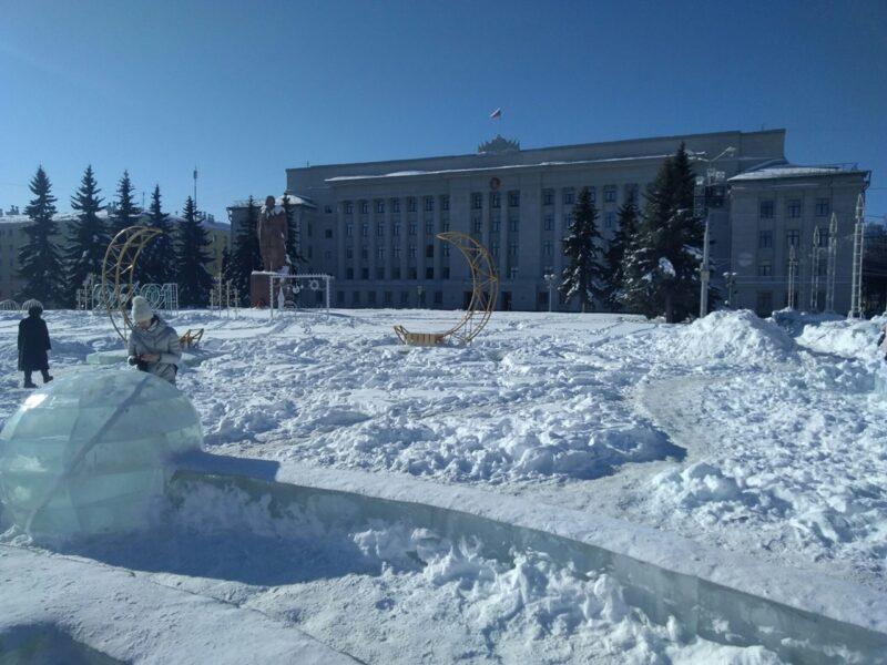 Разбирать ледовый городок на Театральной площади начнут на этой неделе