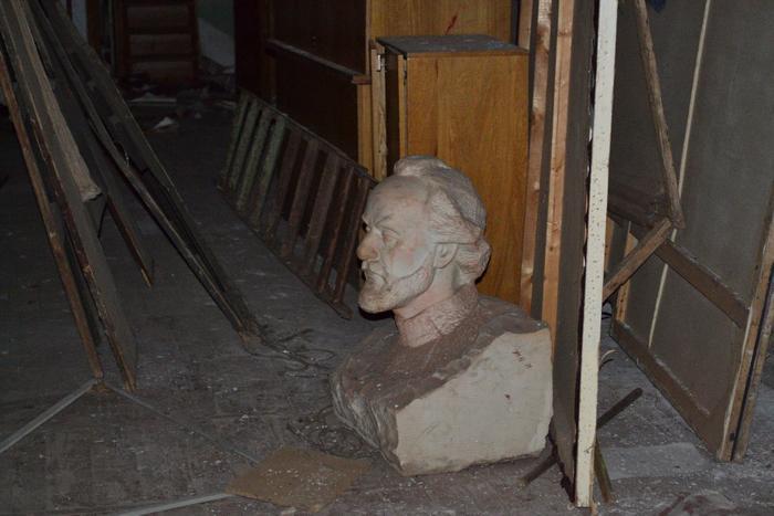 Кировскому музею Циолковского подарили бюст с удивительной судьбой
