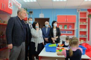 Губернатору показали Московскую библиотеку в Афанасьевском районе и производства местного райпо