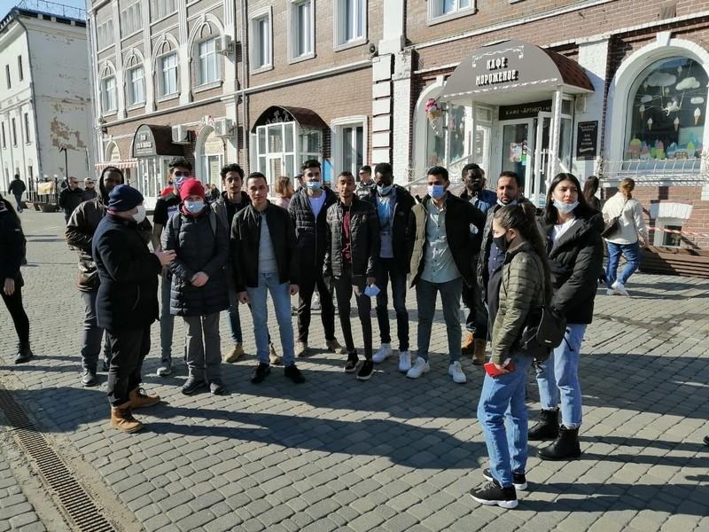 Иностранные студенты прогулялись по Кирову с этнографическими экскурсиями