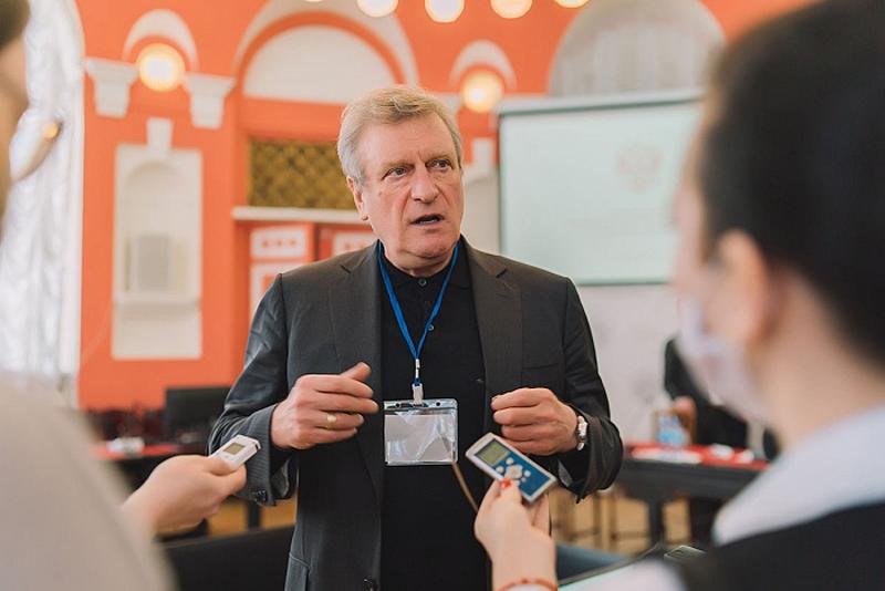 Игорь Васильев рассказал, как решить проблему кадрового дефицита в школах