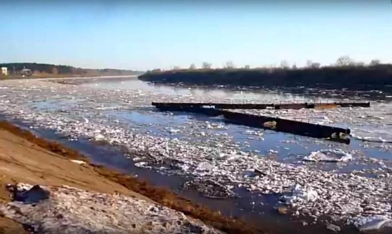 По Вятке мимо Нововятска проплыл оторванный понтонный мост