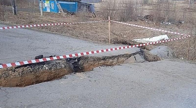 На дороге в Кировской области произошёл крупный обвал