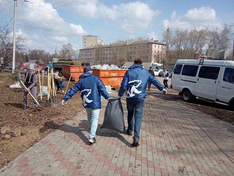 Губернатор Игорь Васильев принял участие в субботнике