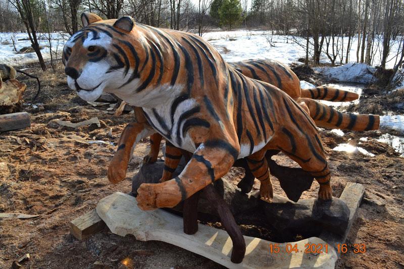 Умелец из Арбажа вырезал тигров из дерева