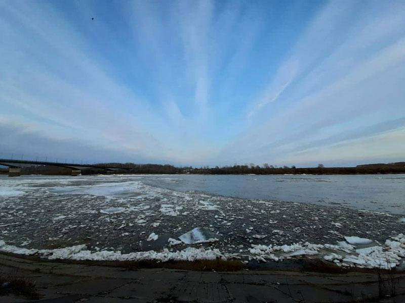 Кировчане делятся в соцсетях снимками ледохода на Вятке