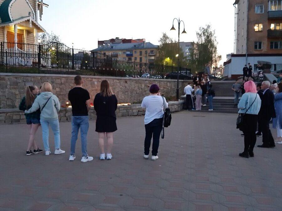 Кировчане почтили память казанских школьников