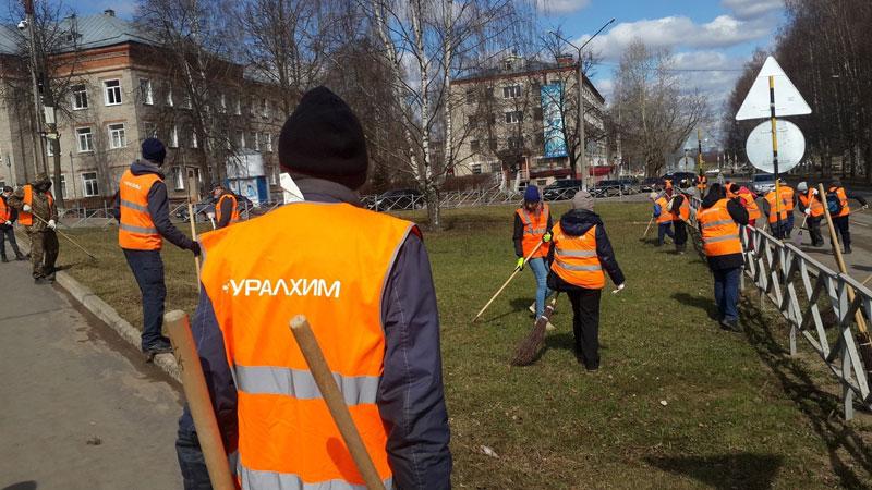 Сотрудники «Уралхима» вышли на субботники
