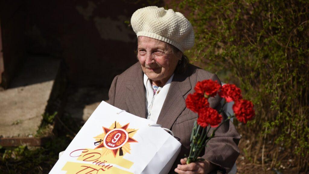 Для кировских ветеранов проводят индивидуальные концерты