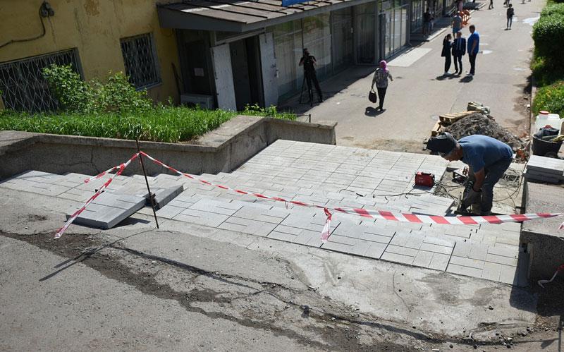 В Кирове начали ремонтировать опасные лестницы