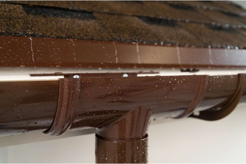 Преимущества металлических водосточных систем