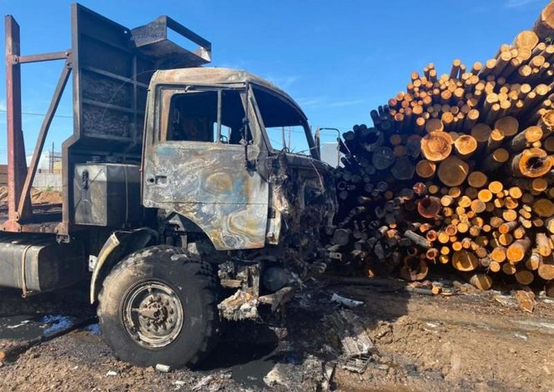 В глубинке Кировской области сгорел большегруз