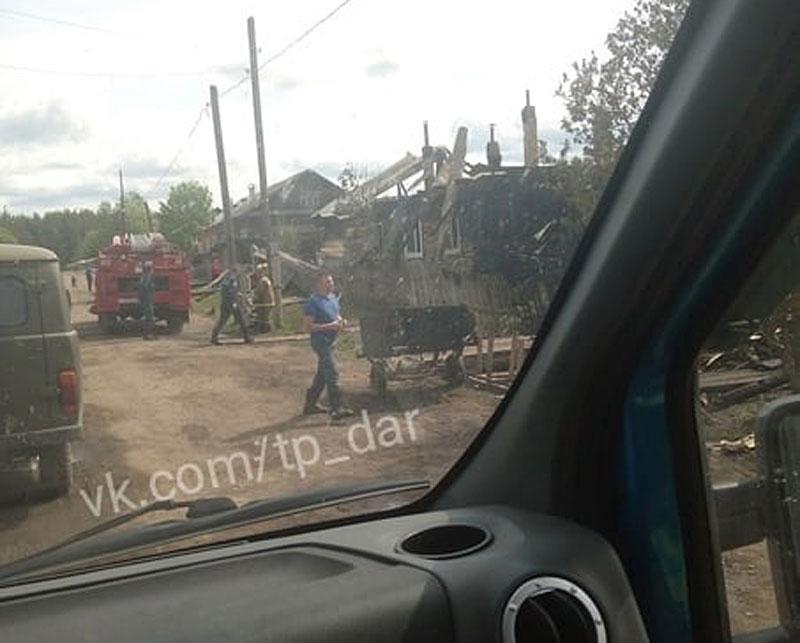 В Даровском районе водитель скорой вызвал пожарных в горящий дом