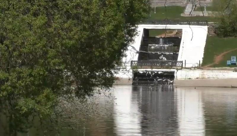 В Кирове чистят пруды у Диорамы