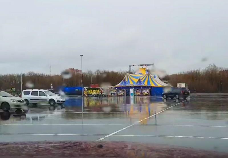 В Кирове на автопарковке открылся цирк шапито