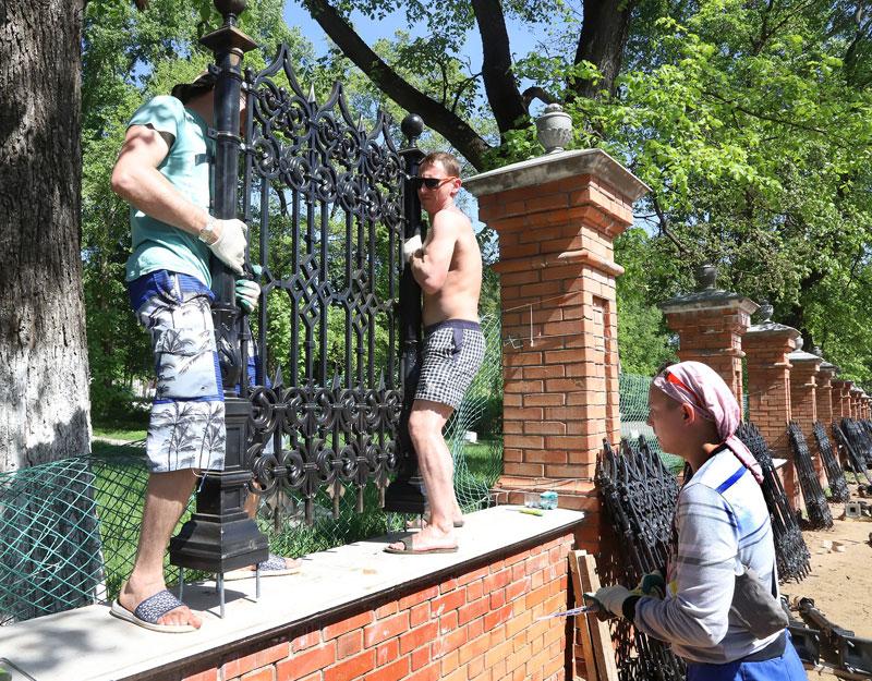 У Спасского собора началась установка северной части ограды