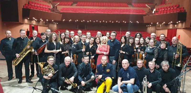 Лариса Долина выступила в сопровождении Вятского симфонического оркестра