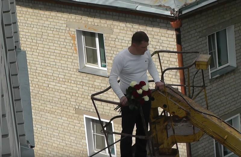 Кировчанин сделал подарок возлюбленной на высоте 7 этажа