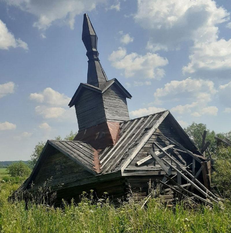 В Кировской области обрушилась старинная часовня