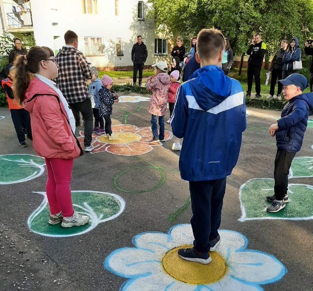 Кировчане превратили свой двор в галерею