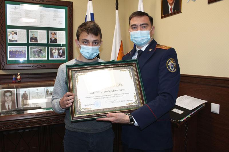 Двух кировских подростков наградили за спасение утопающего