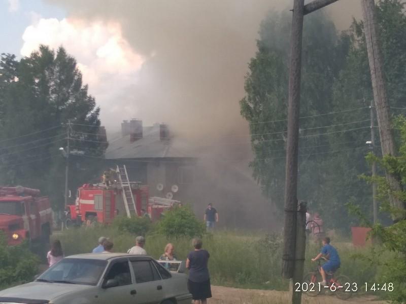 В Нолинске огонь с хозпостроек распространился на 4 жилых дома