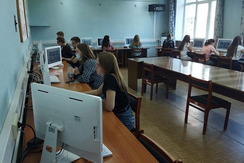 Кировские студенты стали наблюдателями на ЕГЭ