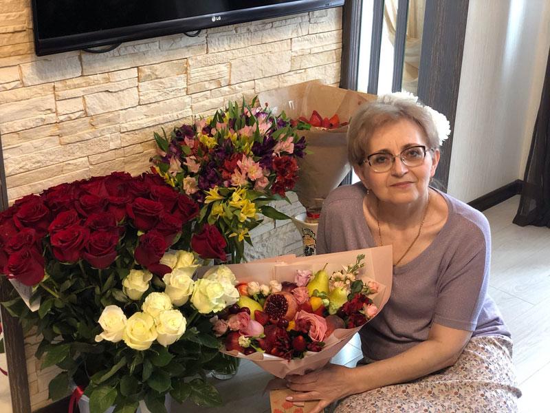 Актер сериала «Молодежка» поздравил с днем рождения кировскую учительницу