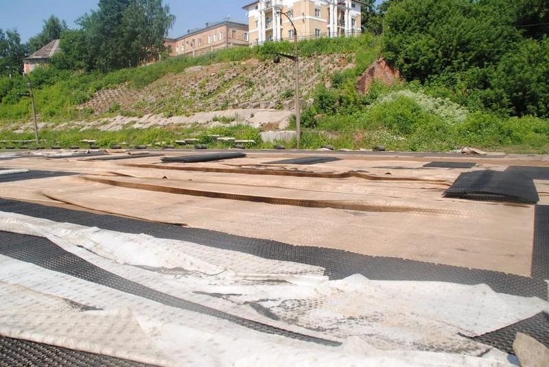 На кировском стадионе меняют футбольное поле и делают беговые дорожки